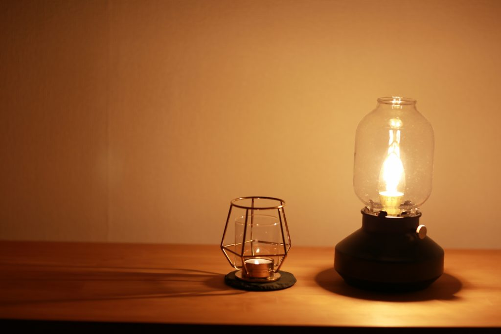 寝室で眠気を誘う照明効果とは